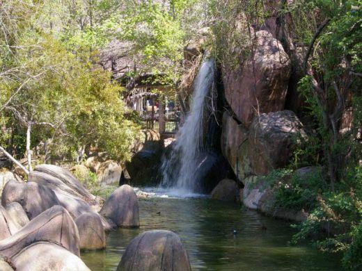 Cascades artificielles et faux rochers photos des plus for Cascade jardin japonais
