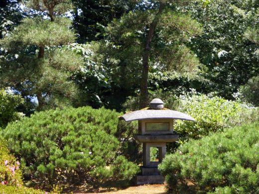 Lampe de jardin en pierre : Jardin botanique de Portland ...