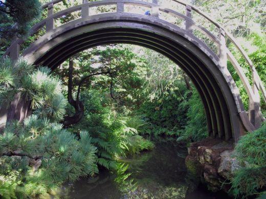 Les ponts de jardin japonais pr sentant une courbe tres for Pont jardin zen