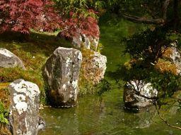 Rochers d coratifs et faux rocher faux rock dans le for Rocher jardin japonais
